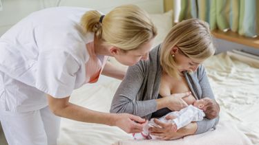 Getting help with breastfeeding from a lactation consultant